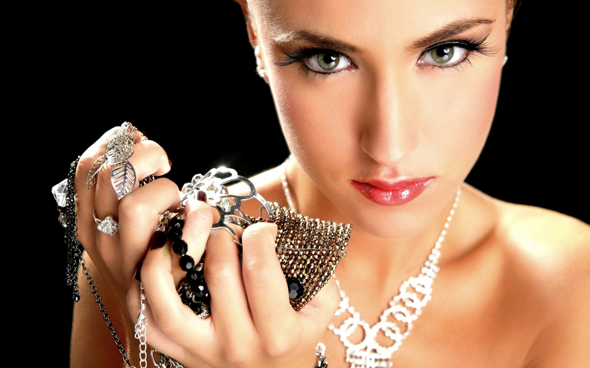 jewelry-high-quality-wallpaper_072526607_205.jpg