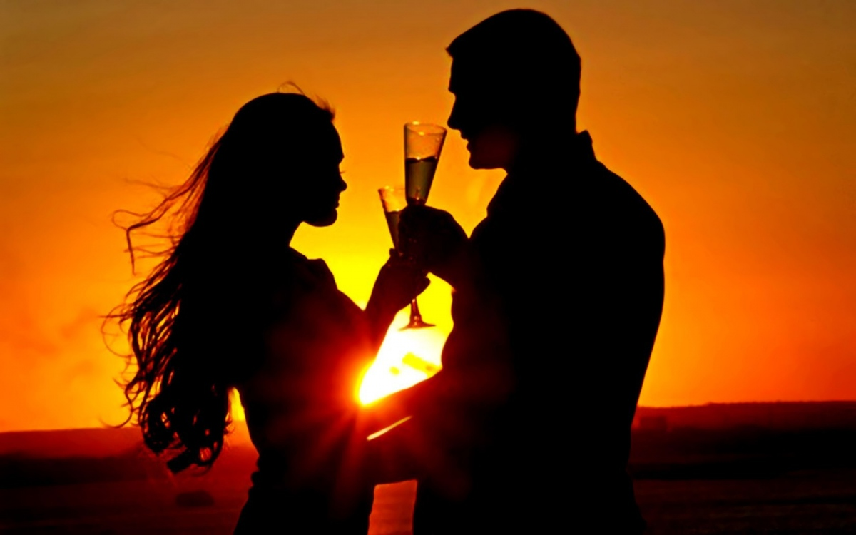 love_a_glass_of_champagne_at_sunset_062779_.jpg