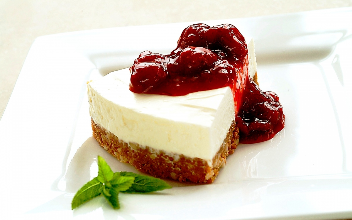 food_cakes_and_sweet_cake_with_jam_033378_.jpg